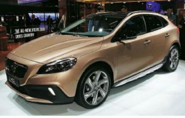 3882107_volvo v40 cross county